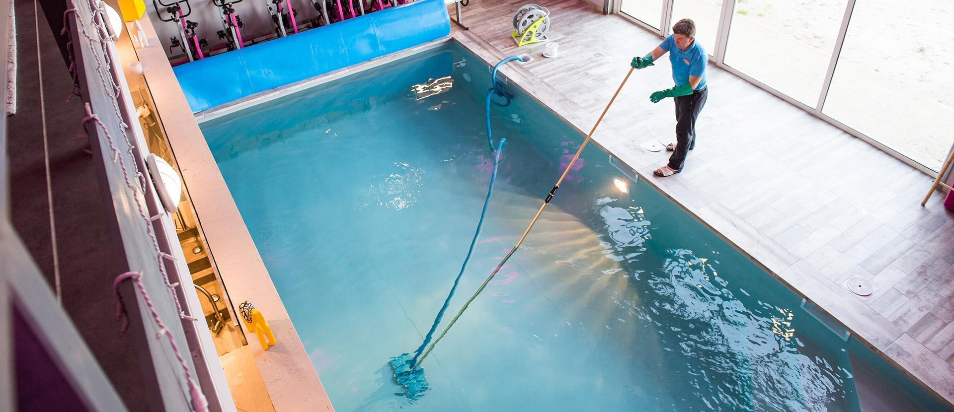 professional swimming pools repair London
