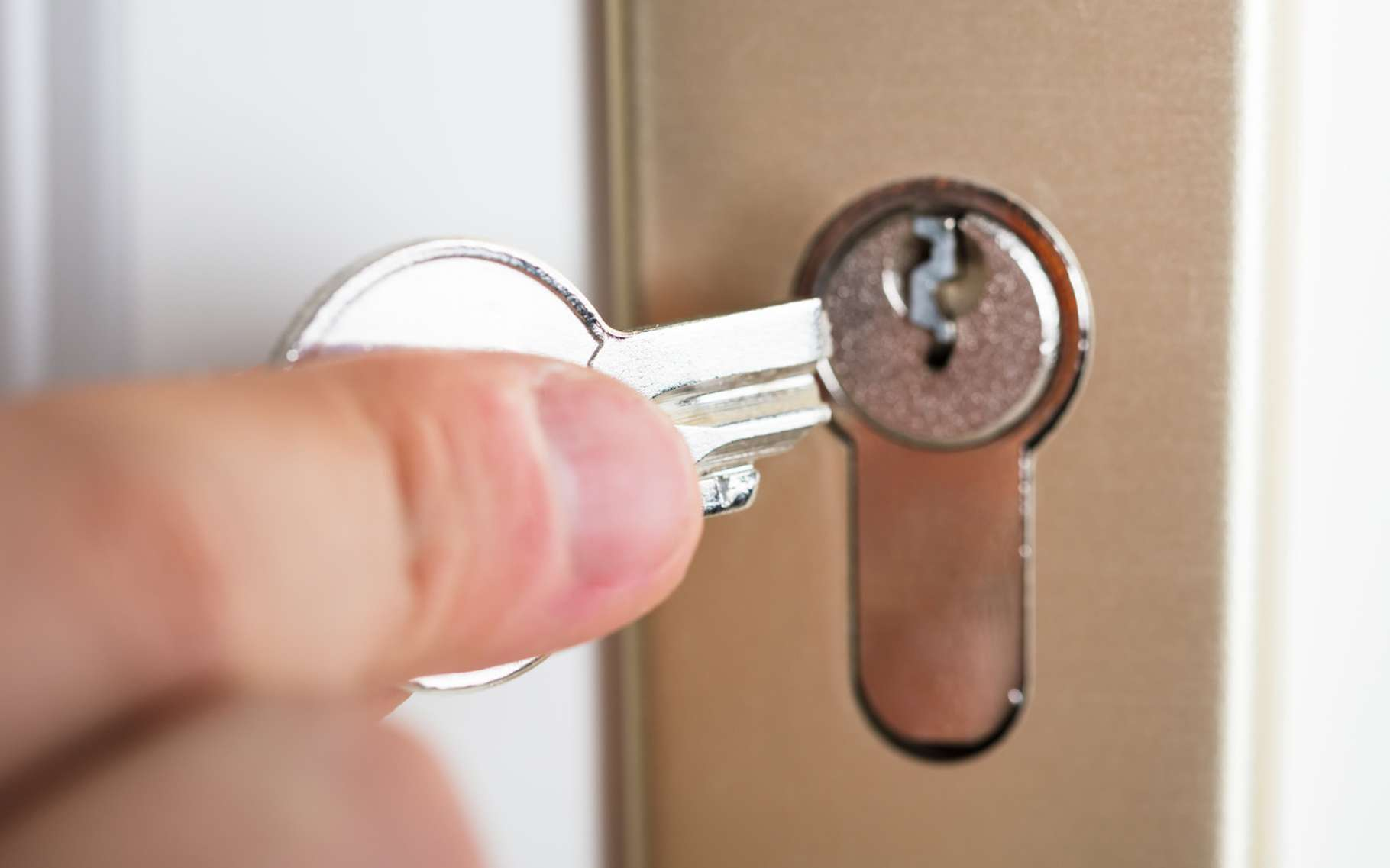 Locksmith broken key lock Dubai